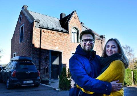 LØVEHUSET: Det var teglsteinshuset i Vestre Braarudgate som gjorde at Henrik Lysell flyttet til Horten. Det er ikke med lett hjerte han og Anette flytter.