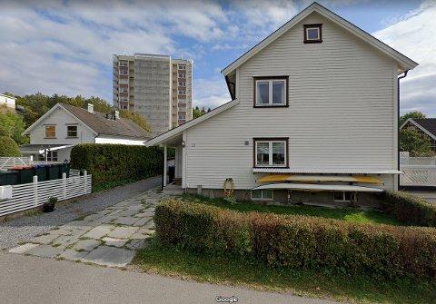 BLIR IKKE ENIGE: Naboene i de to seksjonene i Amalie Jessens vei ber kommunen svare på hvem som har rett.