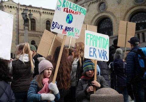Miljøagentene 2. klassingen Hannah Landfald og 3. klassingen Victor Gjermundrød fra Korsmo skole.