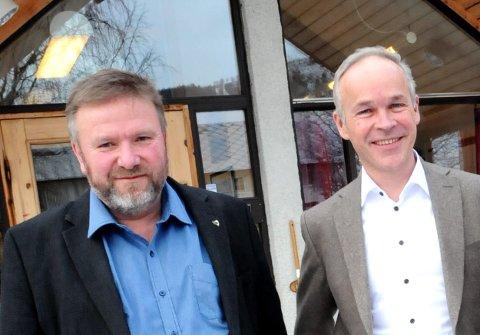 TOPP: – Små kommuner leverer best i en tid der alt skal være stort, sier ordfører Bengt Fasteraune (t.v.), her sammen med statsråd Jan Tore Sanner.