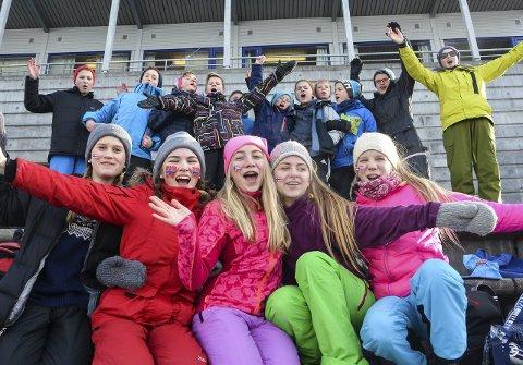 Godt stemning: Elevene fra Brandbu ungdomsskole koste seg på tribunen under Ungdoms-OL.