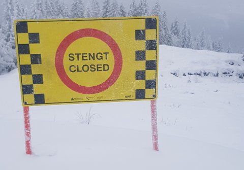 FARLIGENNSÅLENGE: Søndag ble en gutt alvorlig skadet etter å kjørt i løssnøen ned Kariløypa. Alpinsenteret har tydelig merket at løypa er stengt.