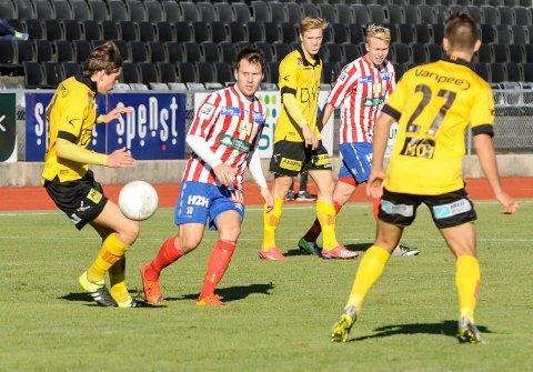 Mathias Engebretsen er ønsket av en annen klubb i 2. divisjon. Det samme er Ole Strømsborg (i bakgrunnen).