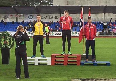 Alexander Skammelsrud (tv) tok UM-sølv på 100 meter i G17.