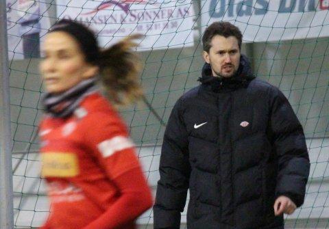 FØRSTE TRENING: Per Inge Jacobsen ledet tirsdag sin første økt som Avaldsnes-trener.