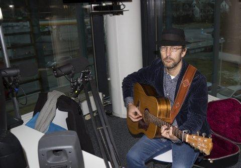 TOM ROGER AADLAND: Holder konsert med bandet sitt lørdag på Høvleriet.