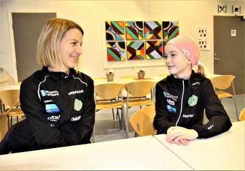 MOR OG DATTER: Susanne Wigene og datteren Othelie (9)  deler samme interessen for løping. De har mye å snakke om.