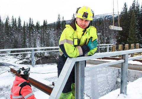 Espen Bråten er en av dem som skal sørge for at Kolmilbrua etter hvert skal bli farbar både for tømmer- og persontrafikk