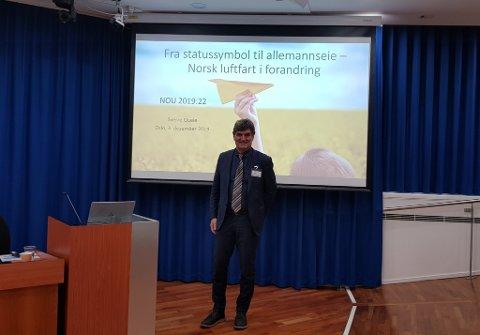 Tidligere konsernsjef i Avinor, Sverre Quale, har ledet et ekspertutvalg som har sett på norsk luftfarts fremtid. Utvalget konkluderer med at det bør bli større og færre flyplasser slik at volumet øker.