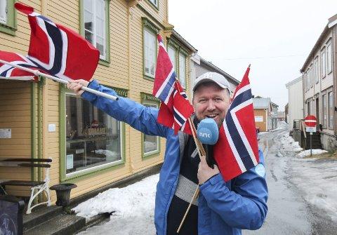 FORSLAG: NRK skal lage direktesending fra Helgeland 17. mai. Suksess i fjor fra Brønnøysund, og nå utfordrer Ole Christian Olsen Alstahaug og Vefsn. - Kommer de opp med gode ideer så kommer jeg, sier han. Foto: Per Vikan