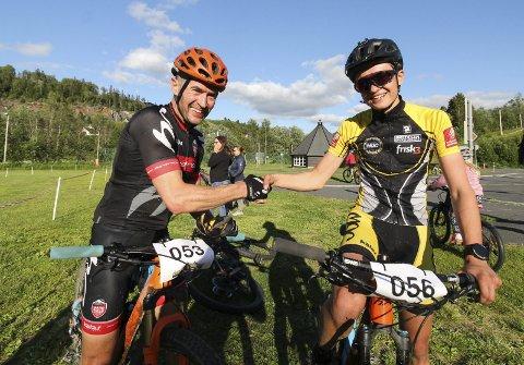 FORNØYD: En fornøyd Martin, og en like fornøyd pappa Yngvar, etter målgang på Kippermoen.  Foto: Per Vikan