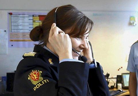 FÅR STØTTE: Ikke uventet støtter Porsanger politimester Ellen Katrine Hætta. Her er hun under innvielsen av nytt nødnett på operasjonssentralen. Foto: Ole-Tommy Pedersen