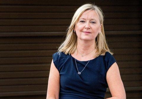 Direktør Trude Vollheim i Arbeidstilsynet oppfordrer unge som skal ut i sommerjobb, til å sørge for å vite hva de har krav på.