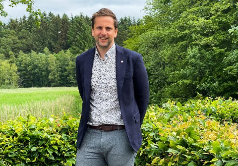 VELKOMMEN: Ordfører Andreas Vollsund har fjernet seksti av de ansattes parkeringsplasser til fordel for bobilcamping.