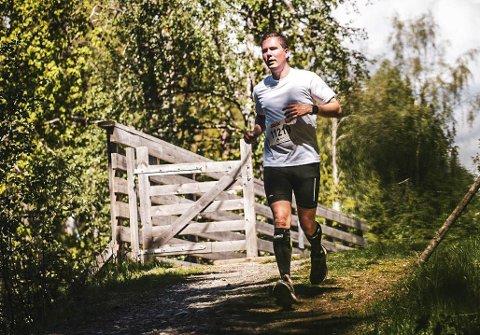 LØPER: UItraløper Fredrik Zachariassen er glad han får drevet med idretten sin, når treningssentre er stengt og organisert idrett må ta en pause.