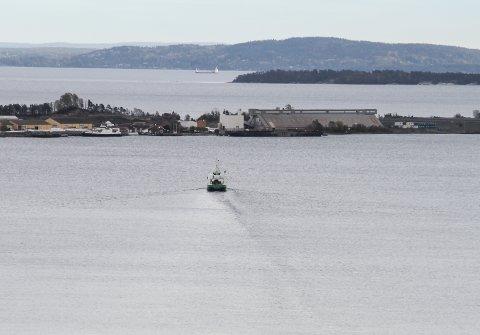 VEKKER REAKSJONER: Oppfylling med forurensede og stabile masser over havnivå i Sydbruddet her på Langøya har ikke vært forutsatt tidligere.