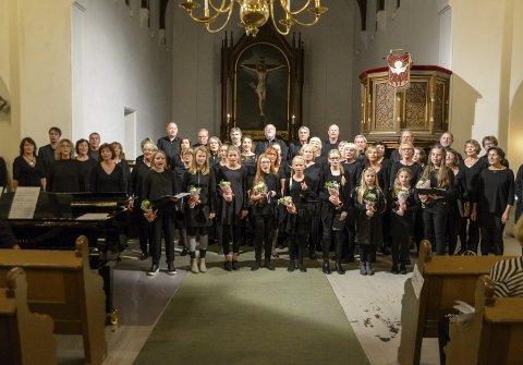 DEBUTERTE: Et helt «nytt» Kragerø jentekor fikk debutere med Kragerø kantori i Kragerø kirke søndag kveld.