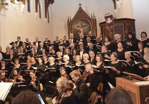 Halleluja: Det kjente Halleluja-koret fra Händels Messias ble sunget med kraft og innlevelse av Kragerø kantori og Ås kirkekor.
