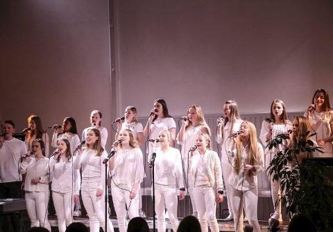 Singspiration: Med på UKM i år var også koret Singspiration. De framførte sangene «Brighter Day» og «I am».