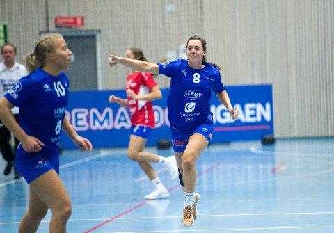 Linn Gossé (t.h.) kunne juble i comebacket, Tertnes slo Fana 26-24 søndag. Foto: MAGNE TURØY