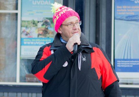 SPEAKER: Tidligere styreleder i Uvdal skisenter, Morten Arvid Hansen, var speaker under NM i rumpeakebrett i Uvdal denne helga. – Dette arrangementet, og også Uvdal Games i påsken, er aktiviteter som skaper engasjement og liv i skisenteret, sier Hansen.