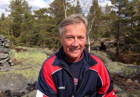 PÅ TUR HVER DAG: Arne Røsholt, som snart fyller 76 år, er suveren vinner av Ti på topp i Kongsberg i år. Han er også en ivrig Knutetrimmer. FOTO: PRIVAT