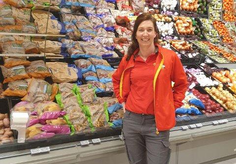 Butikksjef: Monica Knestang sier hun har storkost seg som butikksjef på Extra-butikkn på Tranby. Nå slutter hun for å ta over en splitter ny butikk i Hønefoss.