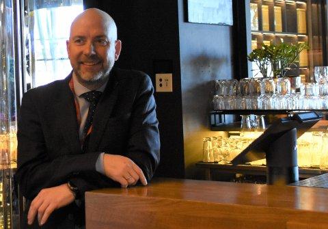 Fornøyd: Restaurantsjef ved Thon-hotellets Paleo Arctic og Styrhuset, Jonny Edvardsen, er strålende fornøyd med første helg etter trinn to av gjenåpningen av Norge.