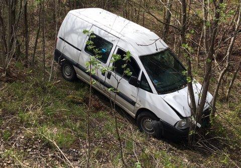 Kjøreturen endte med høy fart inn i et skogholt på Vingnes.