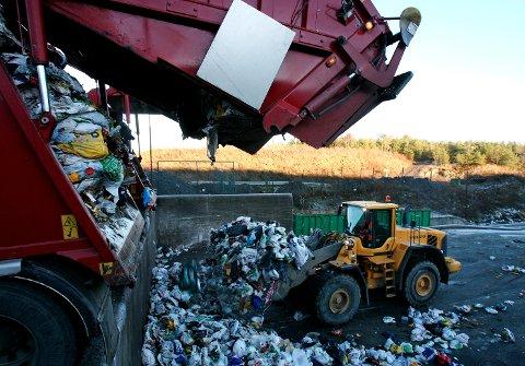 JULETØMMING: Det kan være lurt å sjekke når søppelet tømmes i jula. Her fra Solgård avfallsplass.