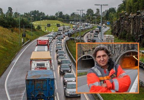 ERFARINGER: Thomas Kalleberg i Statens vegvesen forteller at de har tatt utgangspunkt i erfaringene fra i fjor når de snart går igang med en ny runde med stenging av ett løp i Nordbytunnelen.