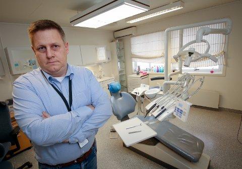 ETTERLATER SEG ET TOMROM: Ordfører René Rafshol er kritisk til at Råde tannklinikk legges ned og at bygdas barn og unge fra 28. januar må helt til Moss for å gå til  «skoletannlegen».
