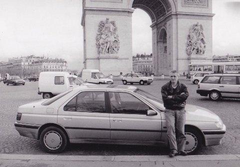Jeg ga meg i Paris, sent på kvelden. Neste morgen, med Triumfbuen som kledelig bakgrunn, var jeg fornøyd med den beslutningen.
