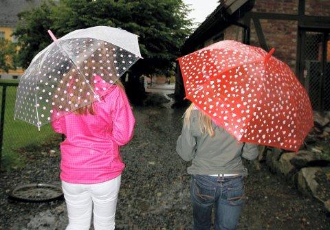Paraply kan være greit å huske de nærmeste dagene. For det blir vått.