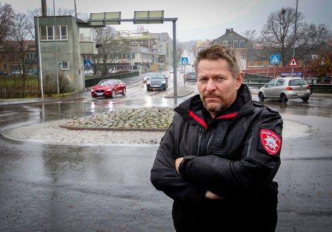 SIKKERHETEN FØRST: Brannsjef Rune Larsen og MIB skal gjennom vinteren vurdere om brannberedskapen på Jeløy bør økes.