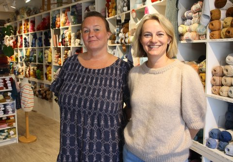 Cecilie Tofthagen og Line Larsen driver Saturnia Garn på Sæter Torg.