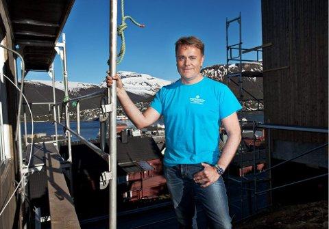 Bård Sverdrup, eier av Totalrenovering i Tromsø ber foreldrene tenke seg om med tanke på å rådgi barna sine yrkesmessig.