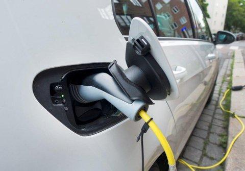 LADING: Det skal komme flere ladepunkter for el-biler i Gjøvik.