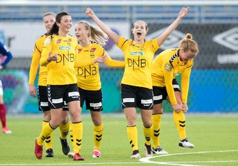 Guro Reiten (t.h.) og LSK Kvinner ble seriemester uten å spille søndag. Det sørget Vålerenga for da laget klarte 1-1 mot tabelltoer Klepp.
