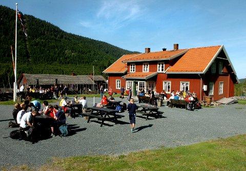 TIL SALGS: Serveringsstedet Torsætra på Totenåsen i Østre Toten er lagt ut til slags for 5,5 millioner og eierne vil også vurdere å selge driften på stedet.