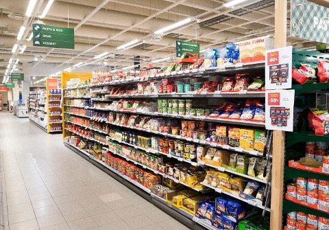 KLART OPP: Matvareprisene steg med over 3 prosent i juli. Foto: Terje Pedersen (NTB scanpix)