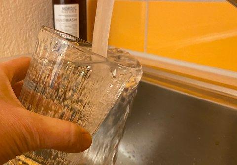 FRA KRANA: Nå kan du igjen drikke vann rett fra springen i hele gamle Ski kommune.