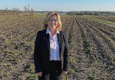 BER: Anne Kristine Linnestad (H) ber alle norske bønder om å så og plante det de skal i  jorda, som de ville gjort uavhengig av koronapandemien.