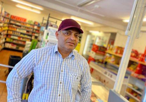 GOD ÅPNING: Tahir Safdar har sammen med kompanjongen Arshad Raza fått en god åpning som driver av Kråkstad Mat og Grill. Nå lover de oppussing av butikken.