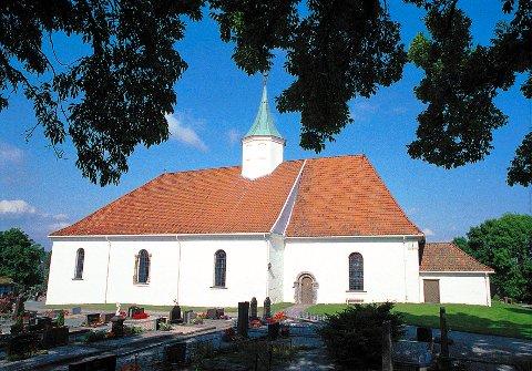 TJØLLING KIRKE  I hovedtrekkene fikk Tjølling kirke sitt nåværende utseende i 1760-åra etter å ha vært ramponert av et kraftig jordskjelv. Tidligere hadde den form av en romersk basilika, sannsynligvis reist på tuftene av det gamle hedenske hovet, Skiringssal.