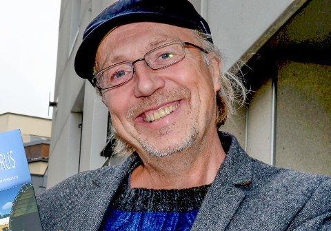 GIR UT BOK: Erland Bekkelund etterlyser gamle bilder og historier fra Folkeparken Ådalsbruk.