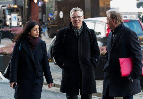 FAST JOBB: Snorre Wikstrøm i midten sammen med Hadia Tajik,  og Raymond Johansen er blitt fast sjef for Aps sekretariat i Stortinget.