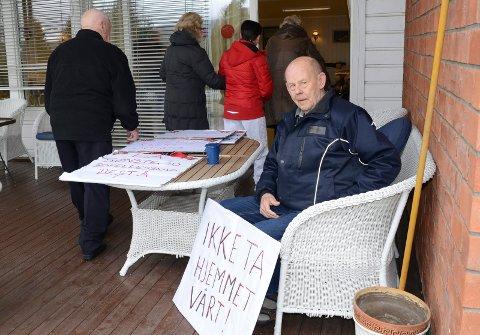 Oddvar Beck er blant beboerne som har kjempet for å få lov å fortsette å bo på Sønsterud. Nå kan han slå seg til ro med at ingen skal kastes ut og at bofellesskapet skal drives videre i en fem-ti års periode.