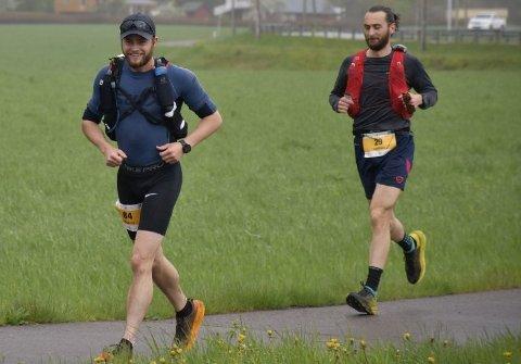UTHOLDENDE: Håkon Nesteby (til venstre) imponerte da han løp 166 kilometer på 19 timer og 23 minutter og ble nummer to i et sterkt startfelt i «Soria Moria til verdens ende».