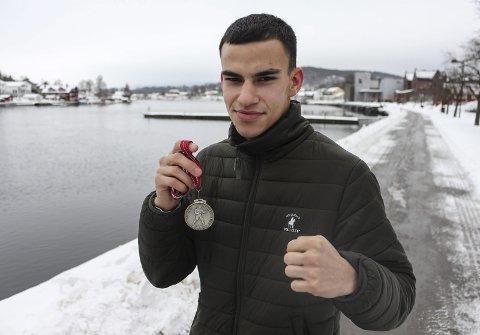 Nm-sølv: Adrian Haug fra boksegruppa til Pors kom hjem med sølvmedalje fra NM i Oslo. Nå venter trolig deltakelse i Nordisk mesterskap om to uker.